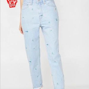 Levis embroidered mom jeans :)